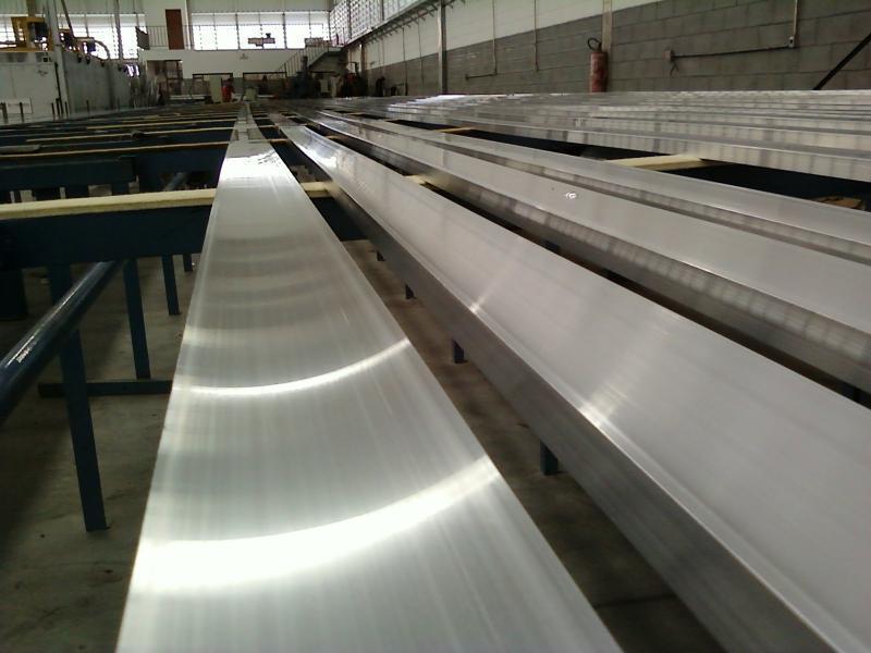 Extrusão de aluminio sp